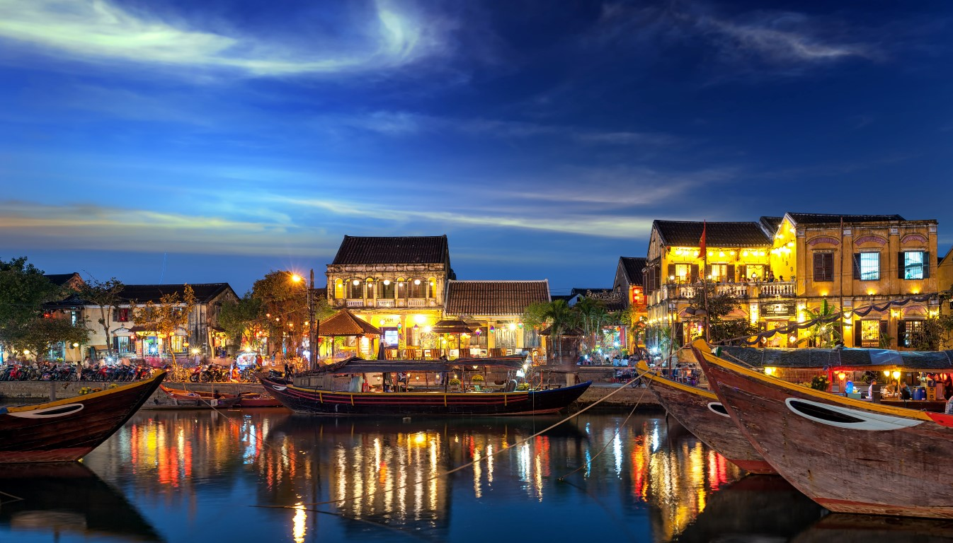 Golf Vietnam - Hoi An old town in Vietnam after sunset