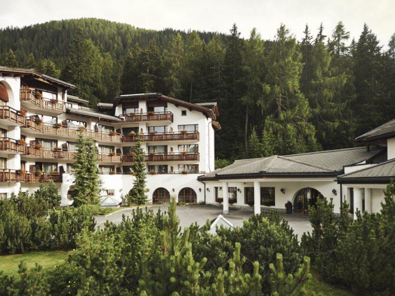 Arabella Hotel Waldhuus Davos mit Tesla Package